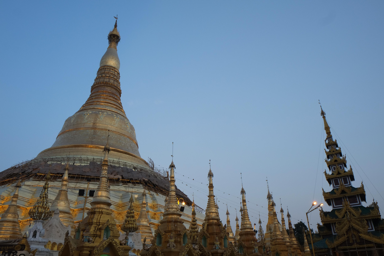 Schwedagon Pagode in Yangon in der Blauen Stunde